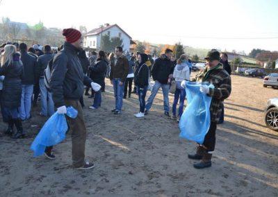 Sprzątalismy ze studentami nad Sajmino